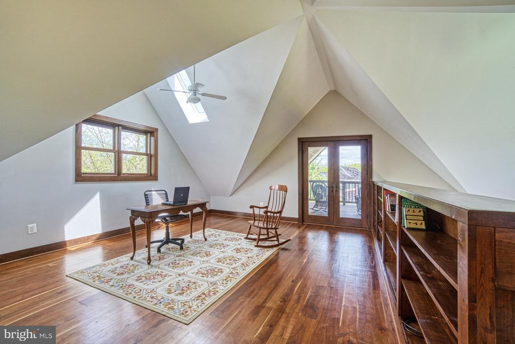 Upper Level Loft - Makes a perfect Home Office - 40985 REDWING SONG LN, LOVETTSVILLE