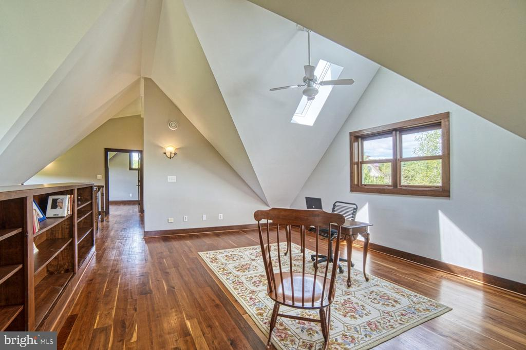 Upper Level Loft - Can be additional sleeping area - 40985 REDWING SONG LN, LOVETTSVILLE