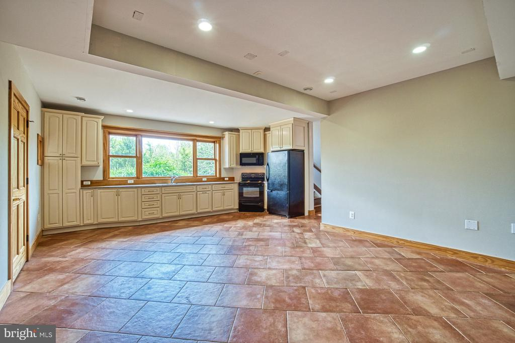 Fully Finished Basement Full Kitche - 40985 REDWING SONG LN, LOVETTSVILLE