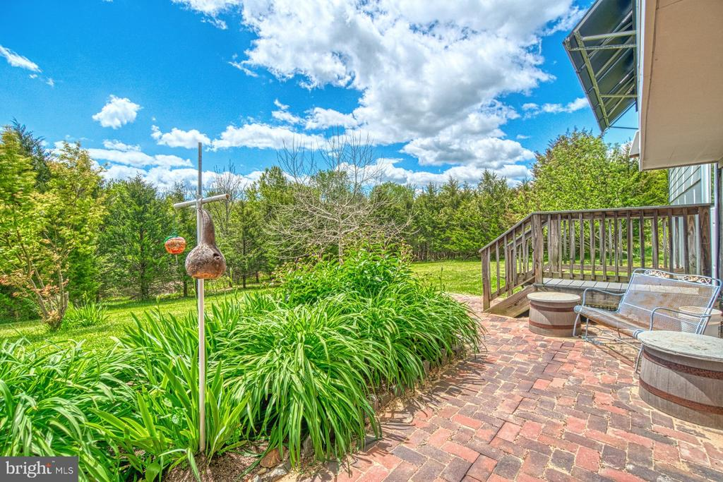 Rear Patio and Yard - 40985 REDWING SONG LN, LOVETTSVILLE