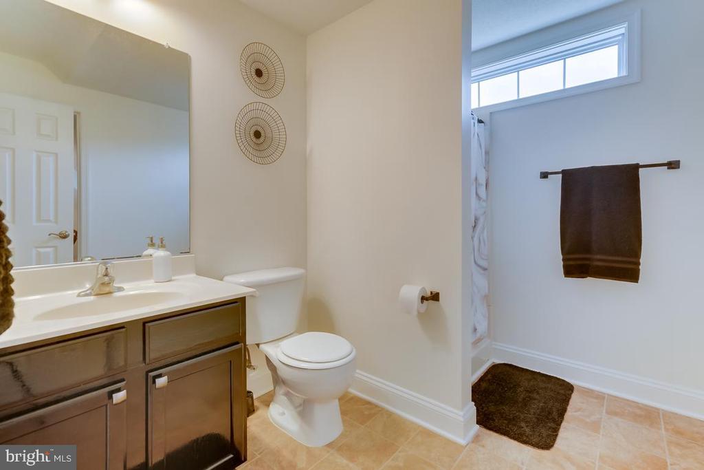 Shared Bath on Upper Level. - 1065 MOUNTAIN VIEW RD, FREDERICKSBURG