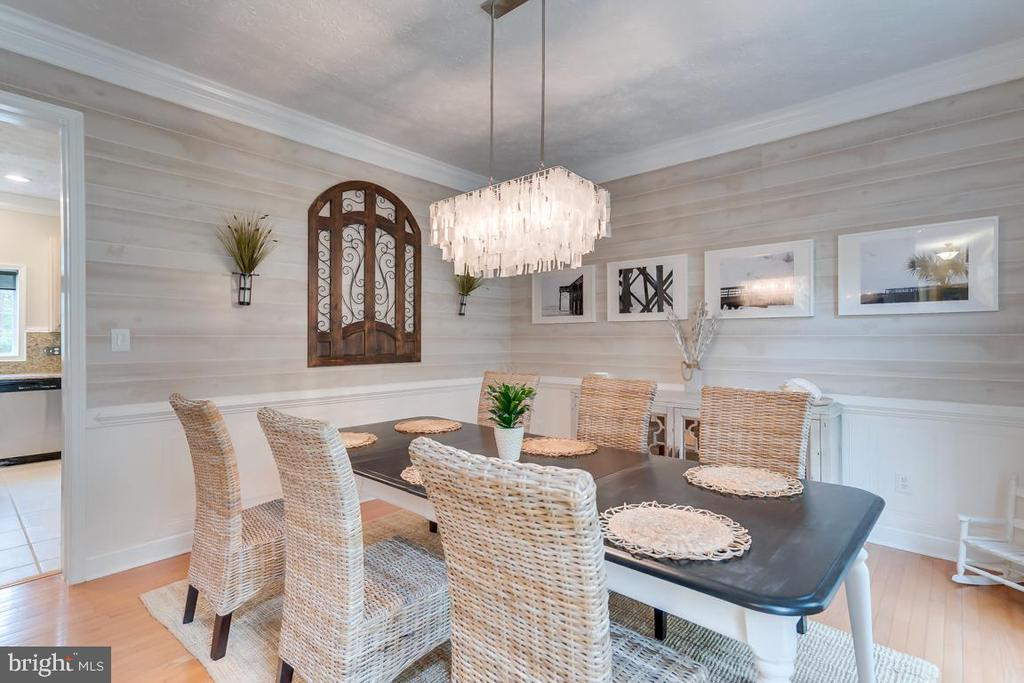 Gorgeous Dining Room w/ Capiz shell chandelier. - 1065 MOUNTAIN VIEW RD, FREDERICKSBURG