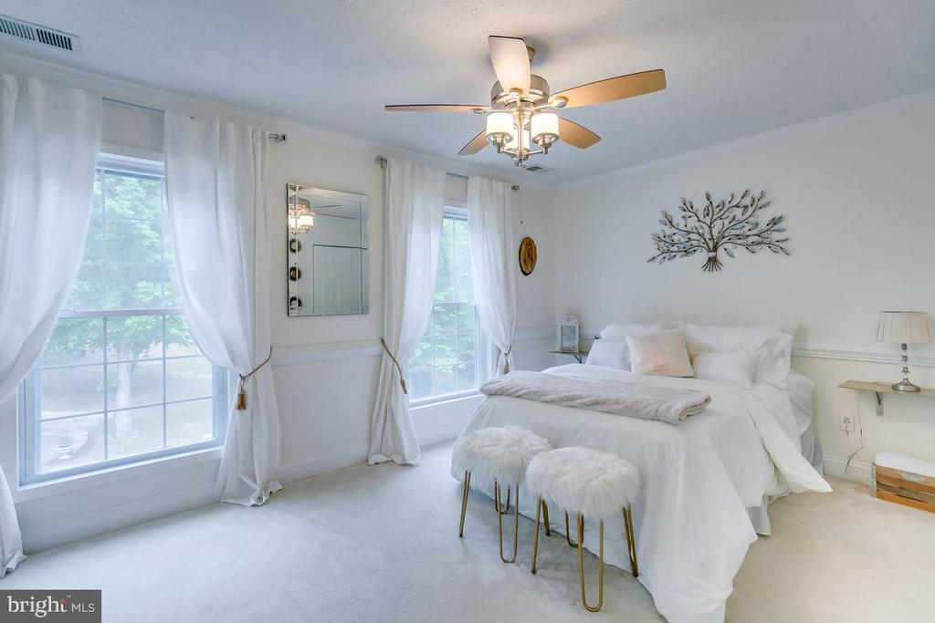 2nd Bedroom on the front. - 1065 MOUNTAIN VIEW RD, FREDERICKSBURG