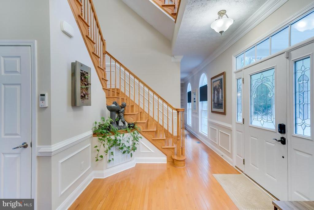 Hardwood /tile flooring throughout main level. - 1065 MOUNTAIN VIEW RD, FREDERICKSBURG
