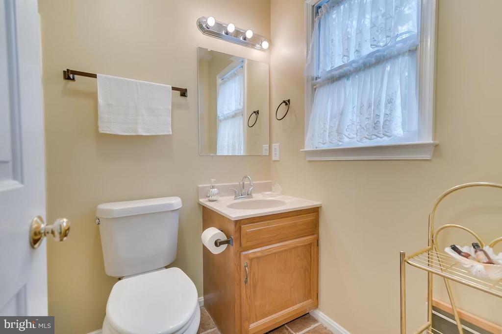 Master Bath in Guest House. - 1065 MOUNTAIN VIEW RD, FREDERICKSBURG