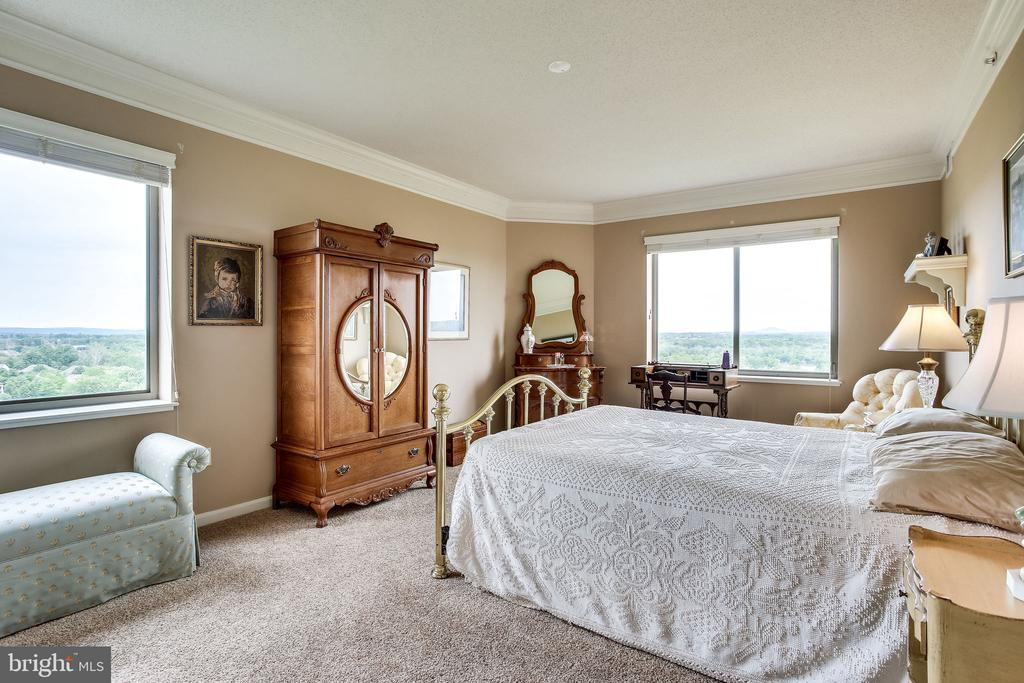 Master bedroom has views of golf course, - 19355 CYPRESS RIDGE TER #1118, LEESBURG