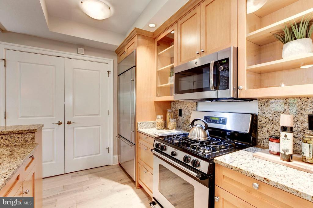 Lots of function and great form to this kitchen - 4821 MONTGOMERY LN #303, BETHESDA