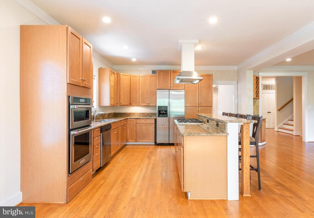 - 702 E BROAD ST, FALLS CHURCH