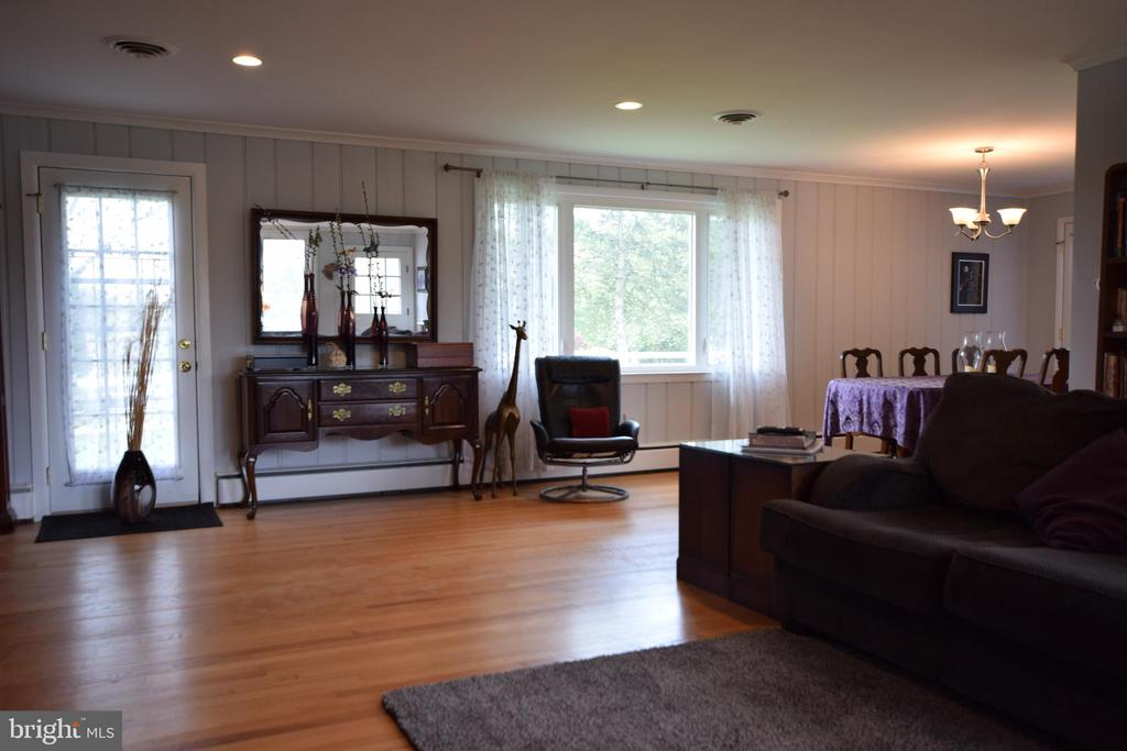 Family room opens to Dining Room - 3001 GILLIS FALLS RD, MOUNT AIRY