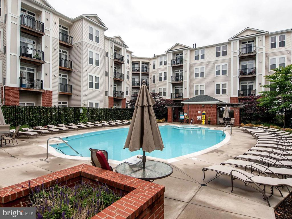 Pool opens Memorial day- during normal times - 2665 PROSPERITY AVE #1, FAIRFAX