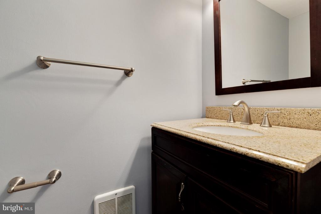 Powder room / Main level - 11064 SAFFOLD WAY, RESTON