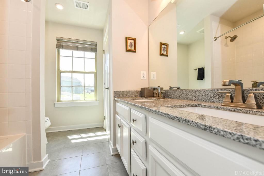 2nd floor full bath. - 9687 AMELIA CT, NEW MARKET
