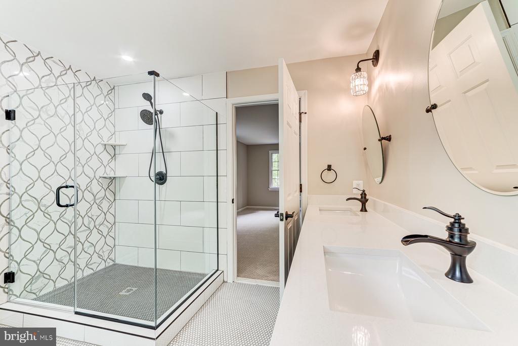 Designer shower with frameless glass - 5696 GAINES ST, BURKE