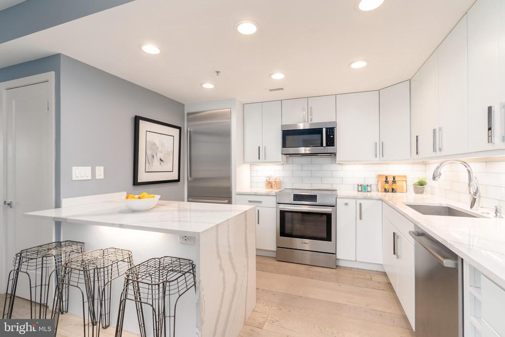 Chef's kitchen with Cambria quartz counters - 2301 N ST NW #517, WASHINGTON