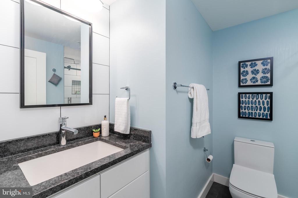 Beautiful full bath adjacent to Bedroom #2 - 2301 N ST NW #517, WASHINGTON
