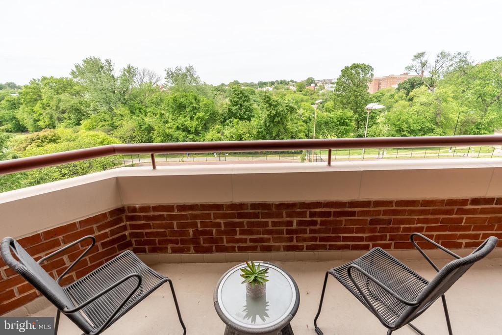 Perfect privacy for coffee or cocktail hour - 2301 N ST NW #517, WASHINGTON