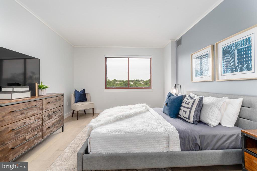 Master bedroom accommodates king bed - 2301 N ST NW #517, WASHINGTON