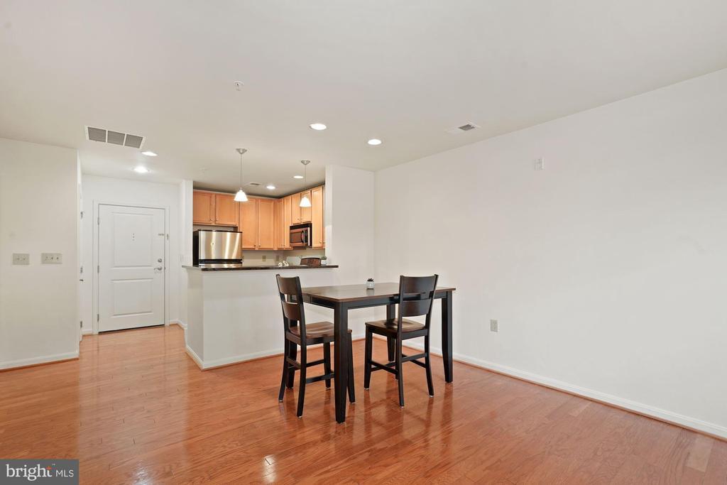 Gleaming Hardwood floors - 2665 PROSPERITY AVE #1, FAIRFAX
