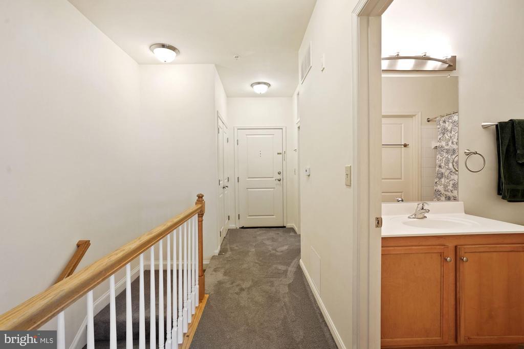Upper level entrance - 2665 PROSPERITY AVE #1, FAIRFAX