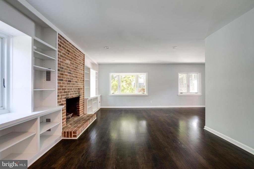 Living Room with Bay Window - 5125 37TH ST N, ARLINGTON