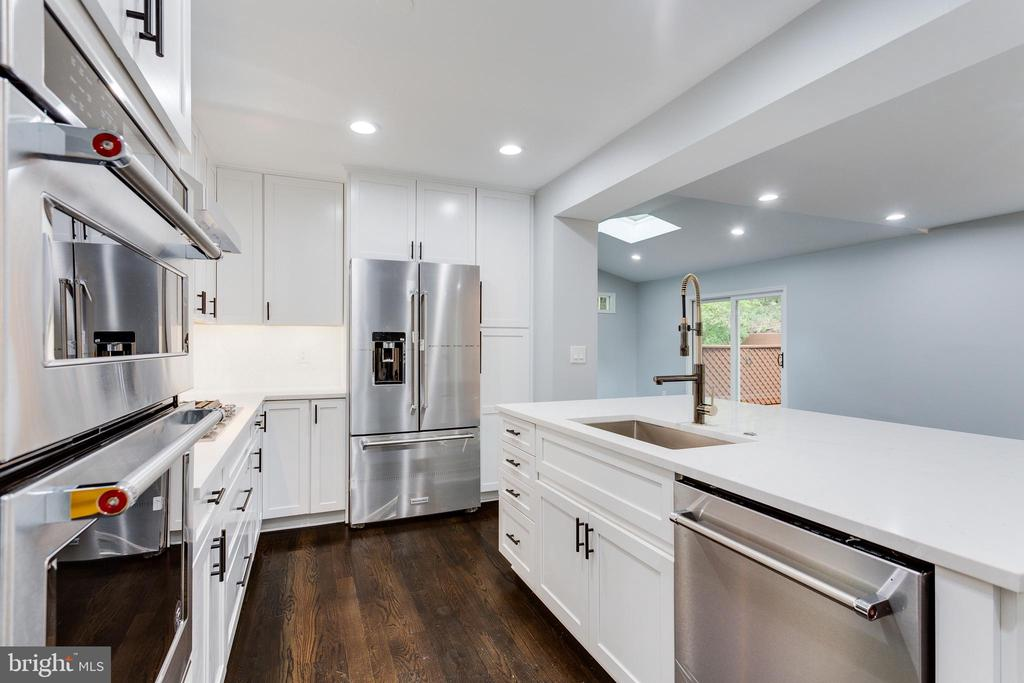 Kitchen with view into Great Room - 5125 37TH ST N, ARLINGTON