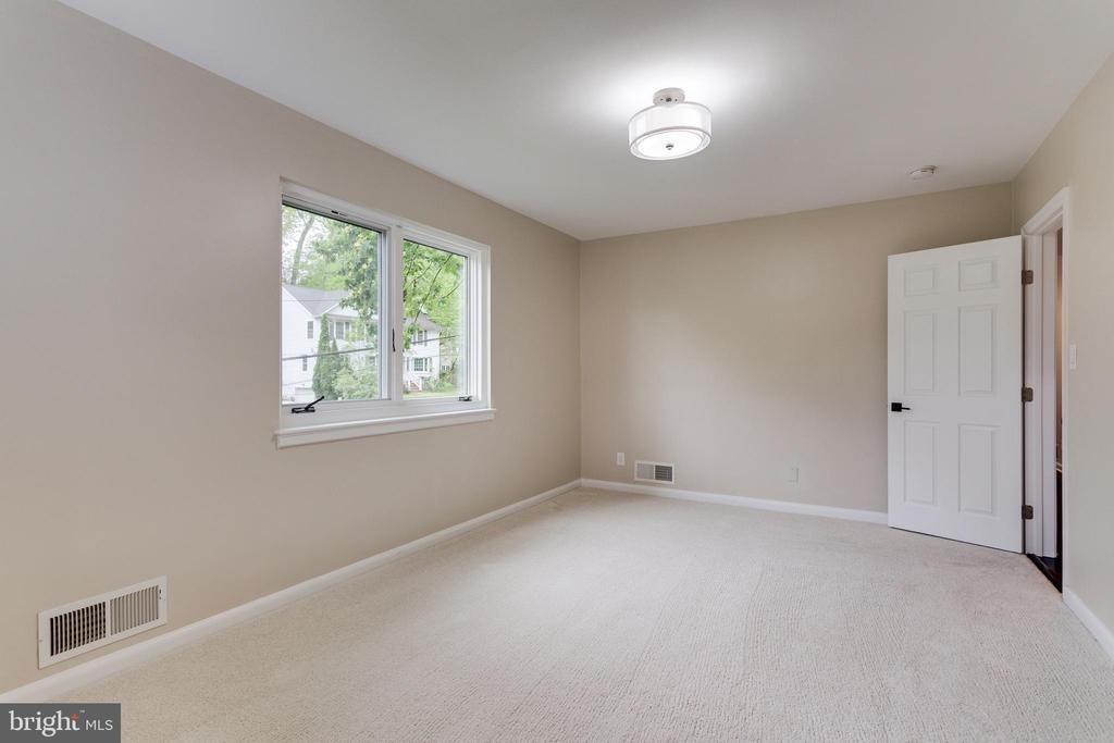 Ensuite Bedroom - Main Level - 5125 37TH ST N, ARLINGTON