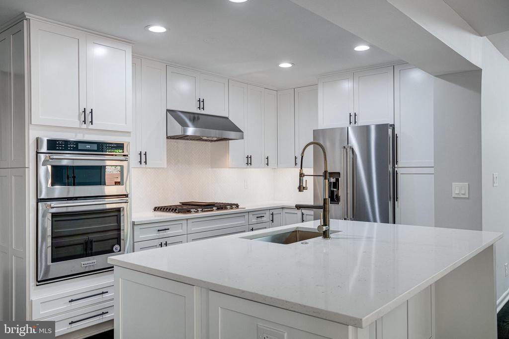 Gorgeous Kitchen - 5125 37TH ST N, ARLINGTON