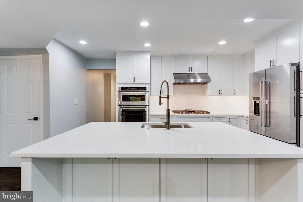 Radiant Quartz Countertops - 5125 37TH ST N, ARLINGTON