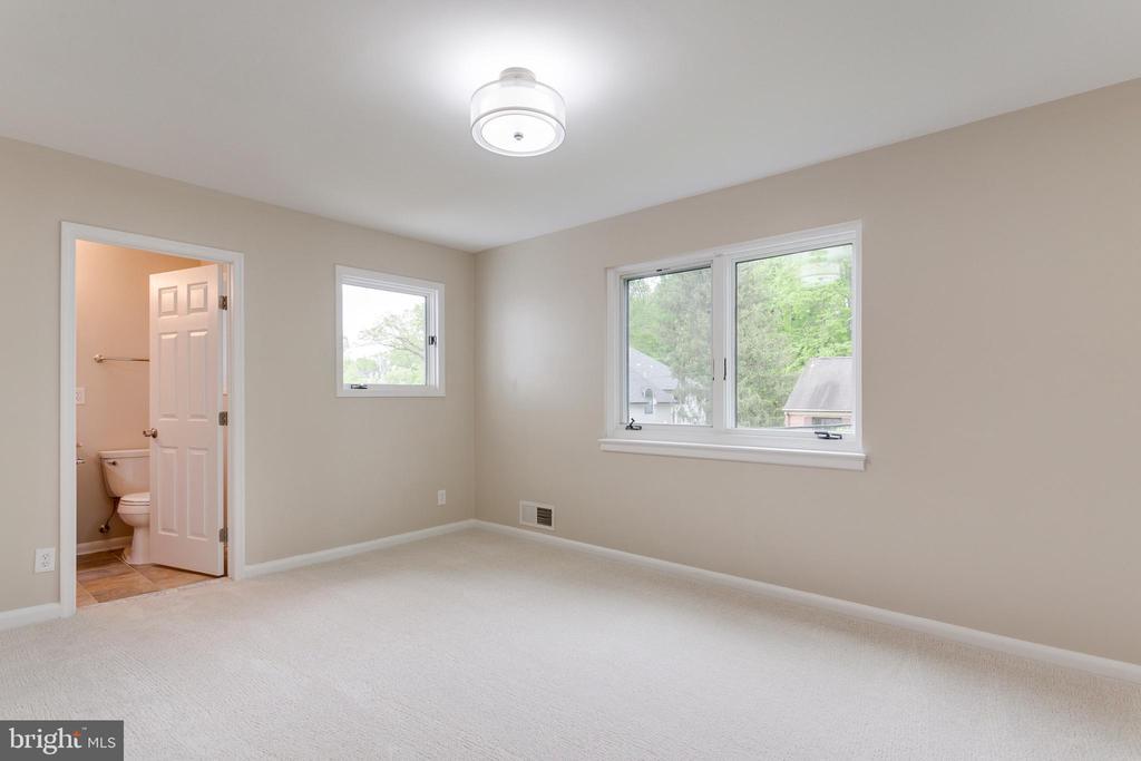 Ensuite Bedroomn - Main Level - 5125 37TH ST N, ARLINGTON
