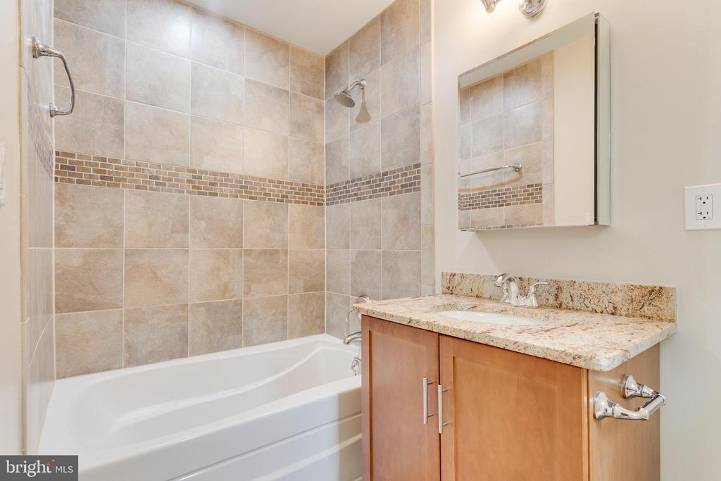 Ensuite Bathroom - Main Level - 5125 37TH ST N, ARLINGTON