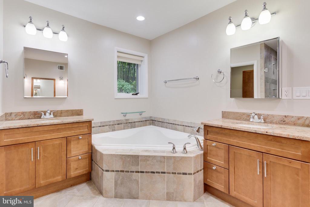 Master Bath - 5125 37TH ST N, ARLINGTON