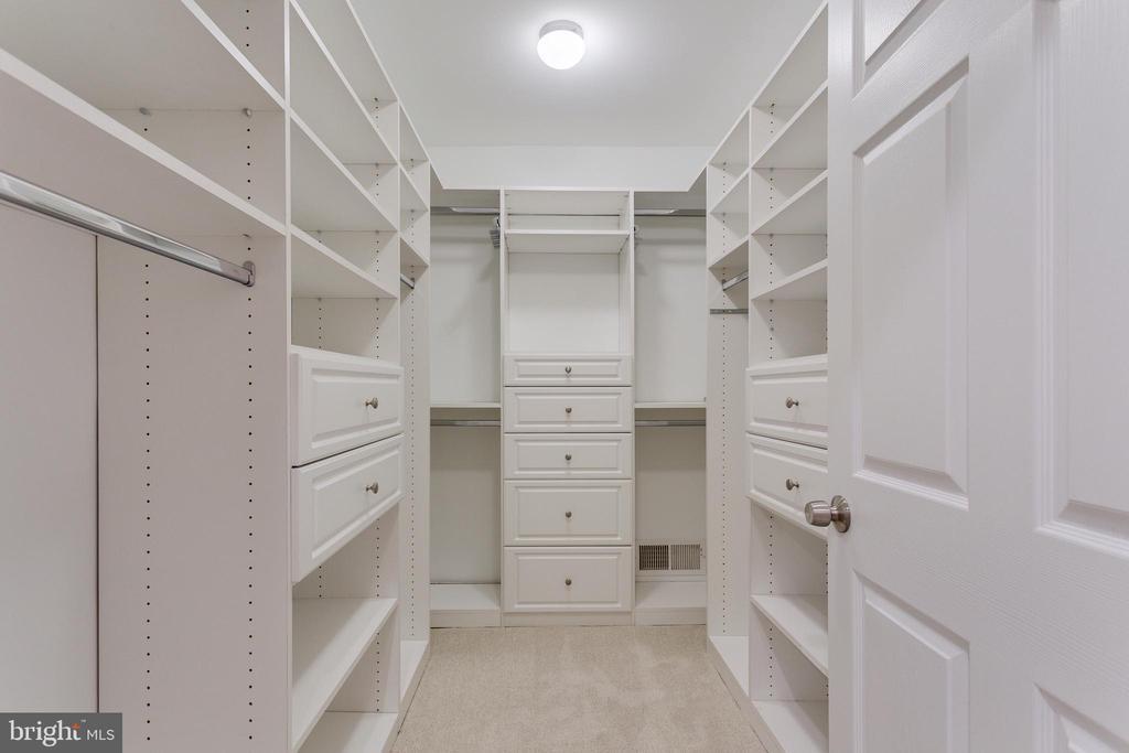 Master Walk-in Closet (1) - 5125 37TH ST N, ARLINGTON