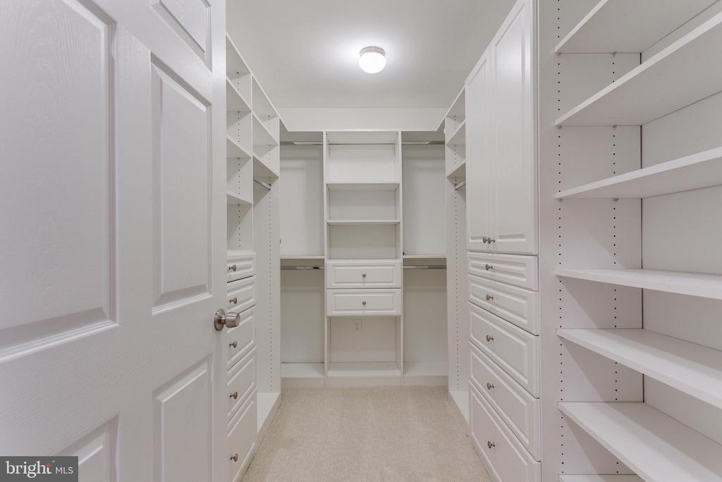 Second Master Walk-in Closet - 5125 37TH ST N, ARLINGTON