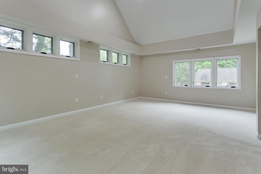 Bright and Spacious Master Bedroom - 5125 37TH ST N, ARLINGTON