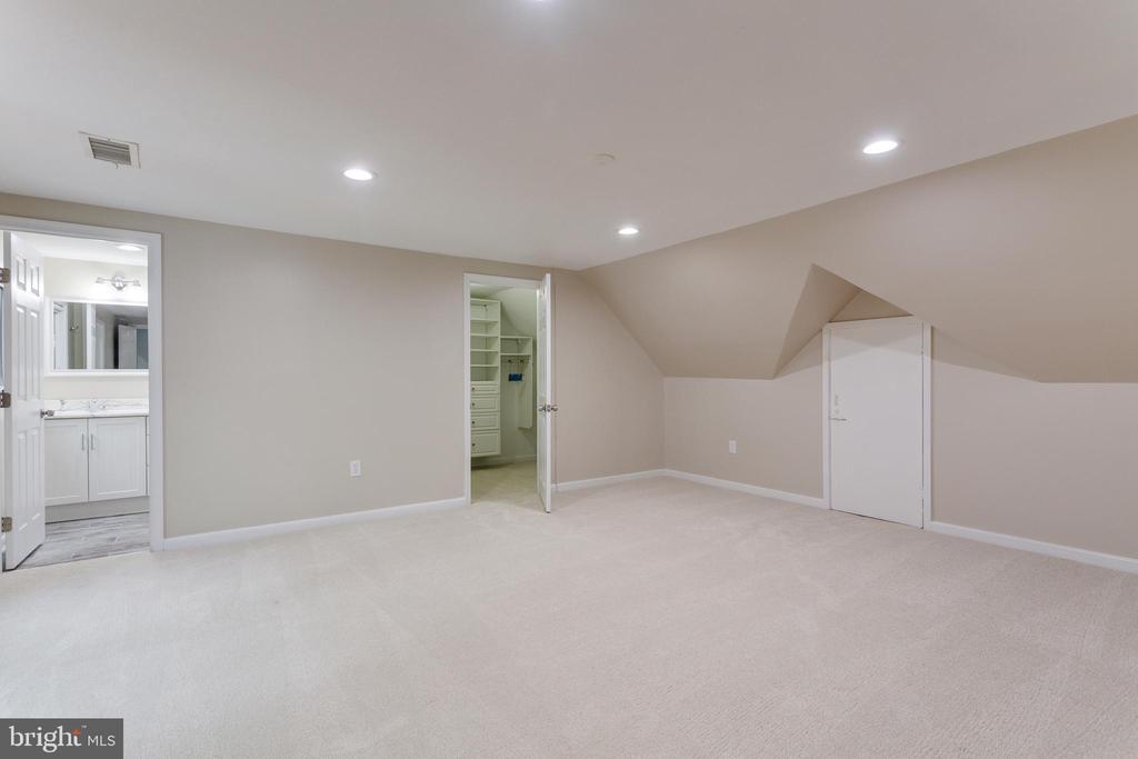 Ensuite Bedroom 5  - Upper Level - 5125 37TH ST N, ARLINGTON