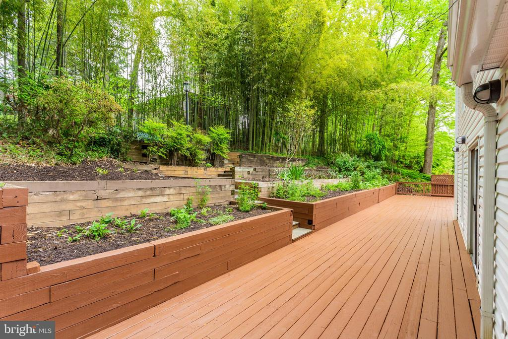 Deck with Tiered Flower Beds - 5125 37TH ST N, ARLINGTON