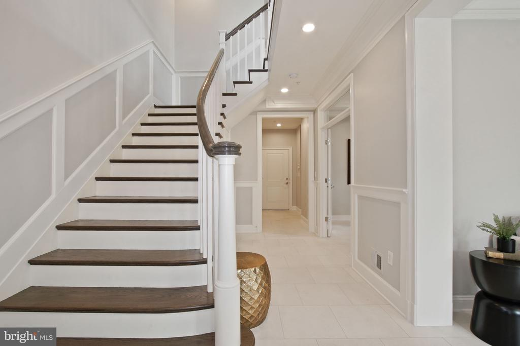 Entry Level Hall Detail - 10846 SYMPHONY PARK DR, NORTH BETHESDA