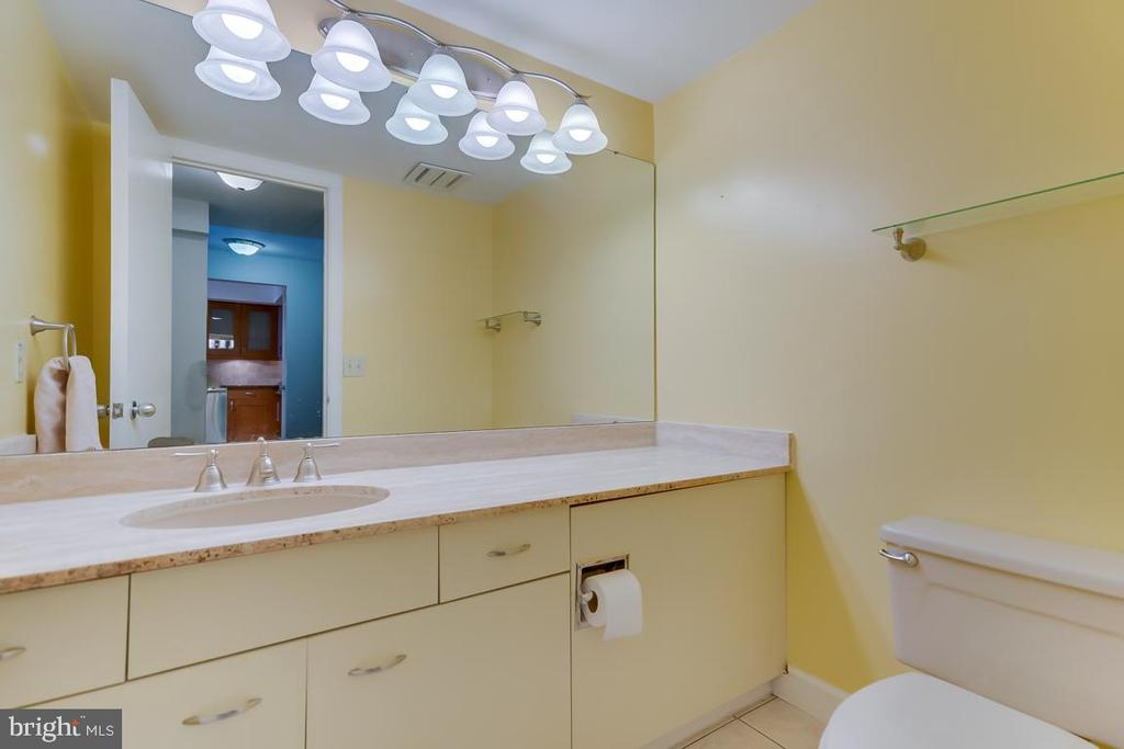 Powder room - 1015 33RD ST NW #407, WASHINGTON