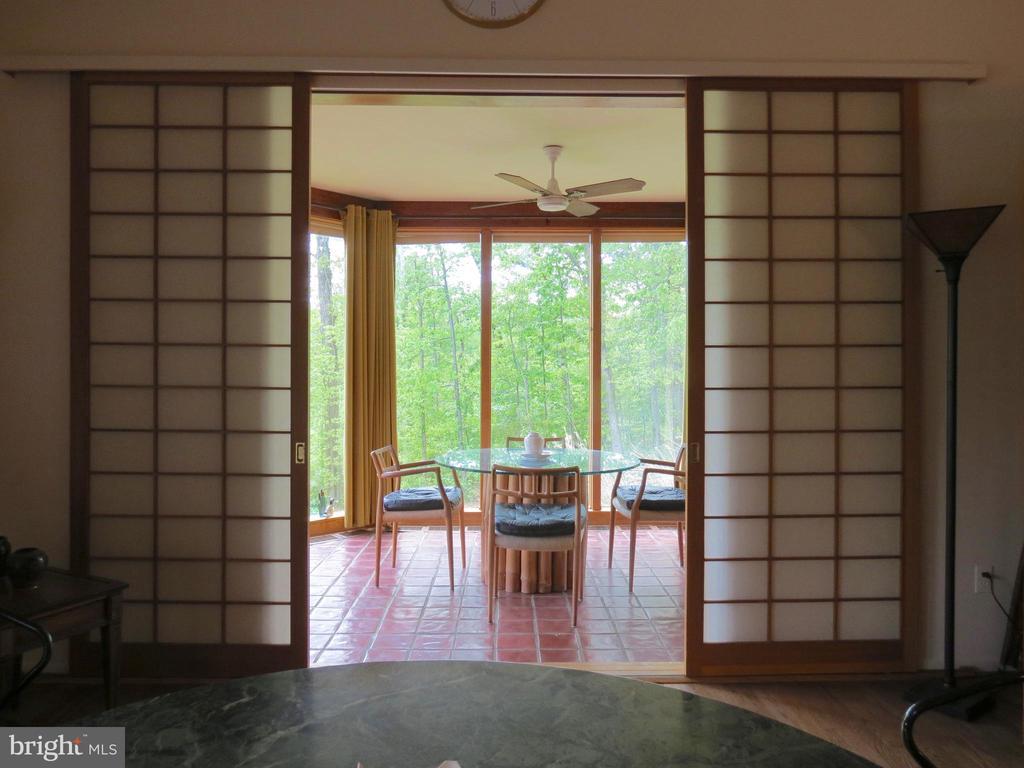 Breakfast Sunroom with Japanese style sliders - 140 HORSESHOE HOLLOW LN, WASHINGTON