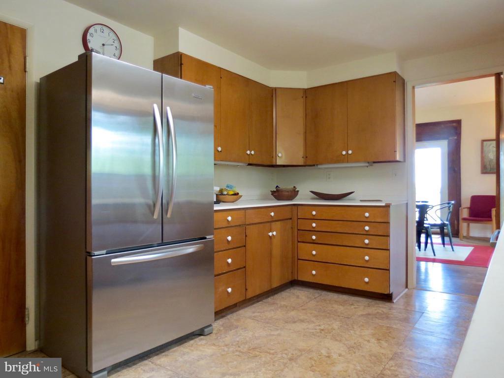 Kitchen to Dining Room - 140 HORSESHOE HOLLOW LN, WASHINGTON