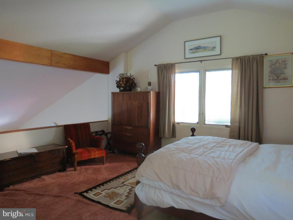 Upstairs Master Bedroom - 140 HORSESHOE HOLLOW LN, WASHINGTON