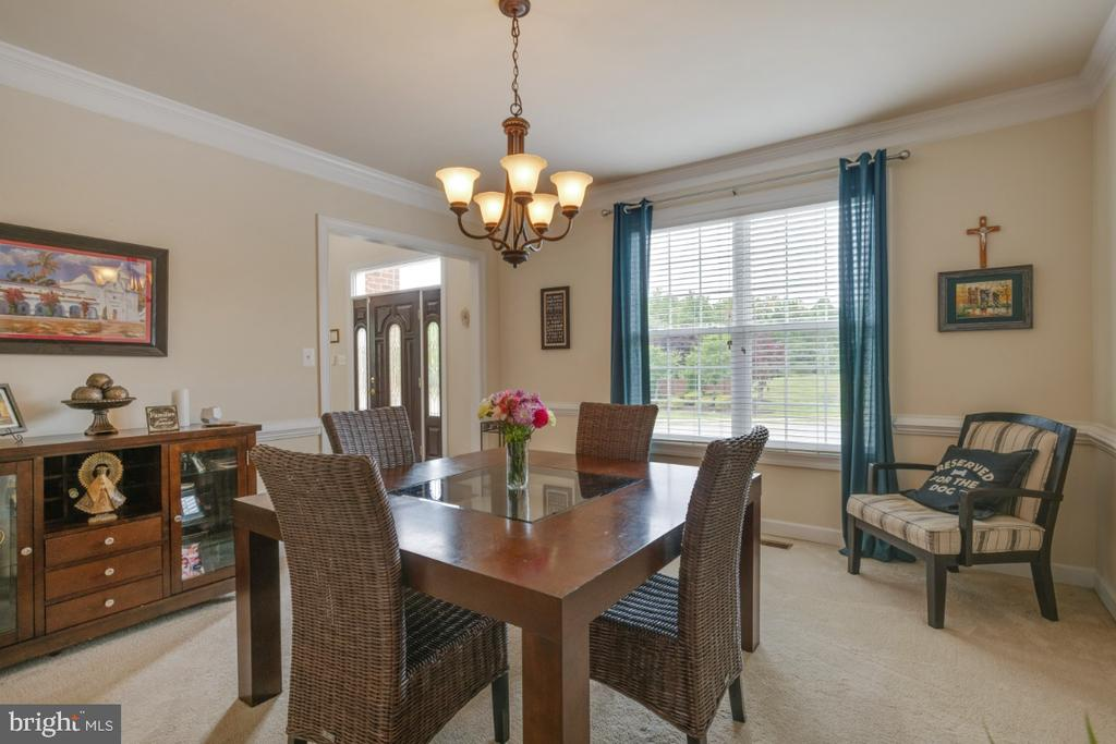 Formal dining room with upgraded chandelier - 4 EASTER DR, STAFFORD