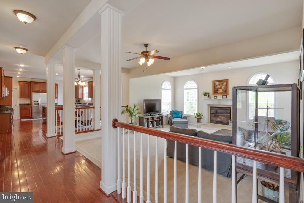 Columns and railing separate step down family room - 4 EASTER DR, STAFFORD