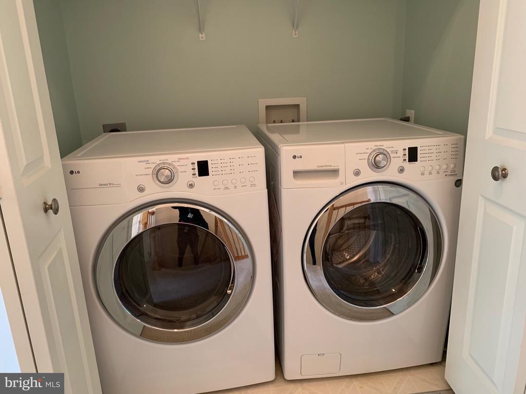 Convenient washer/dryer on bedroom level. - 6587 KIERNAN CT, ALEXANDRIA