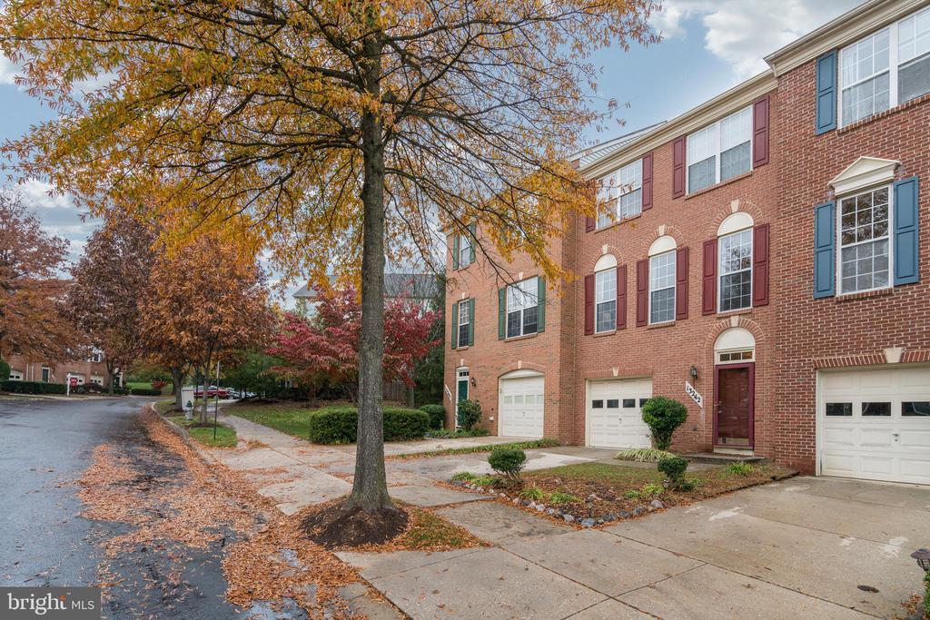 - 13242 AUTUMN MIST CIR, GERMANTOWN