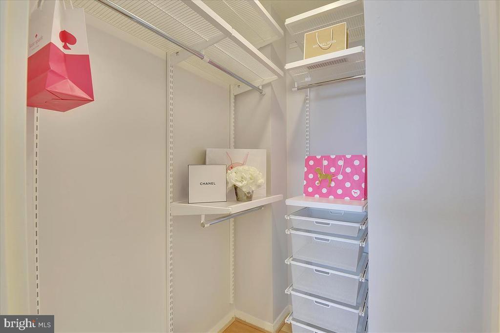 Walk in custom Elfa closet systems - 501 SLATERS LN #703, ALEXANDRIA