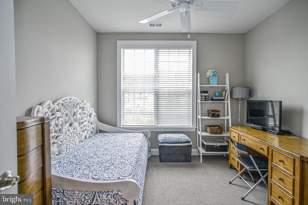 Second bedroom 12 x 11 - 20981 ROCKY KNOLL SQUARE #107, ASHBURN