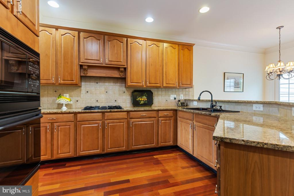 Great Gourmet Kitchen - 19912 MIZNER TER, ASHBURN