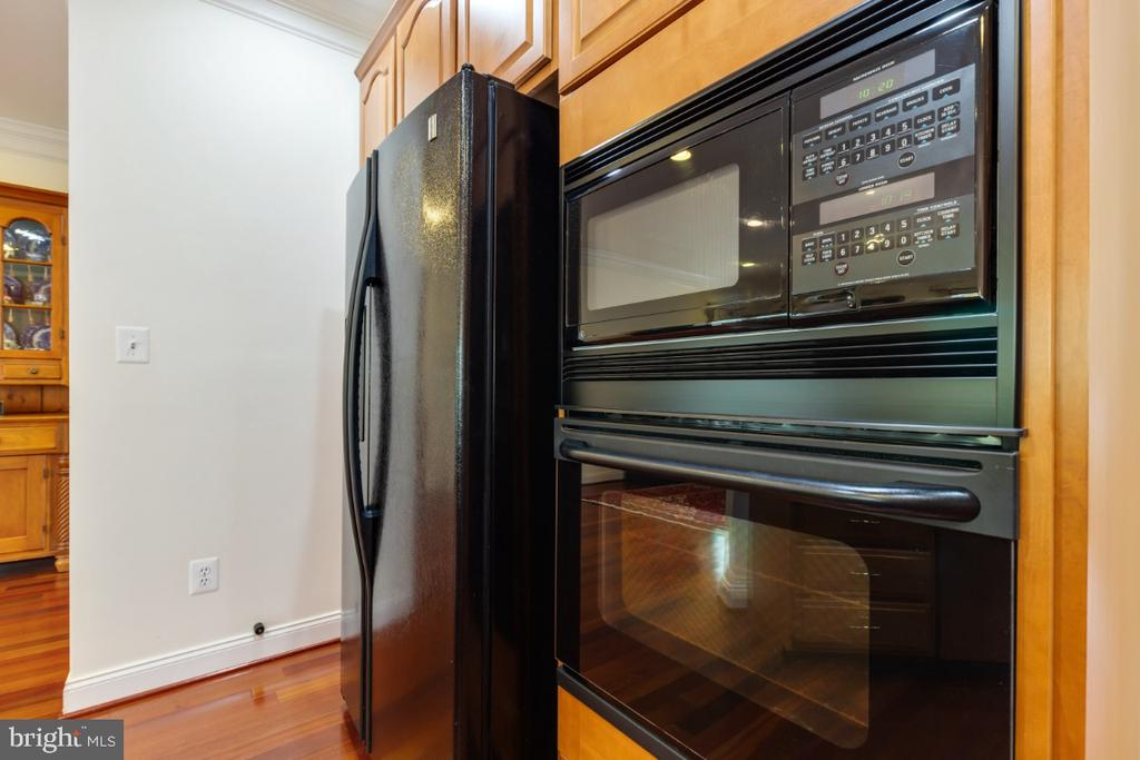 Gourmet Kit with Wall Oven and Built-in Microwave - 19912 MIZNER TER, ASHBURN