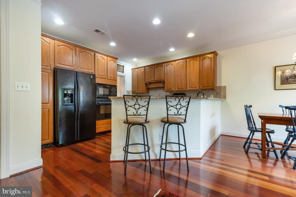 Gourmet Kitchen with Breakfast Bar - 19912 MIZNER TER, ASHBURN